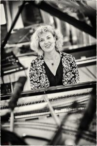Ute Fink am Piano im Studio